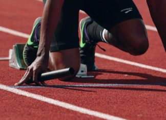 Biegacz na bieżni
