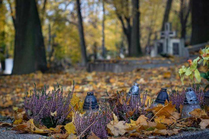 Cmentarz, Wszystkich Świętych i Dzień Zaduszny