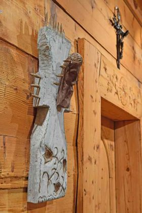 Julina Klamerus, krzyż drewniany