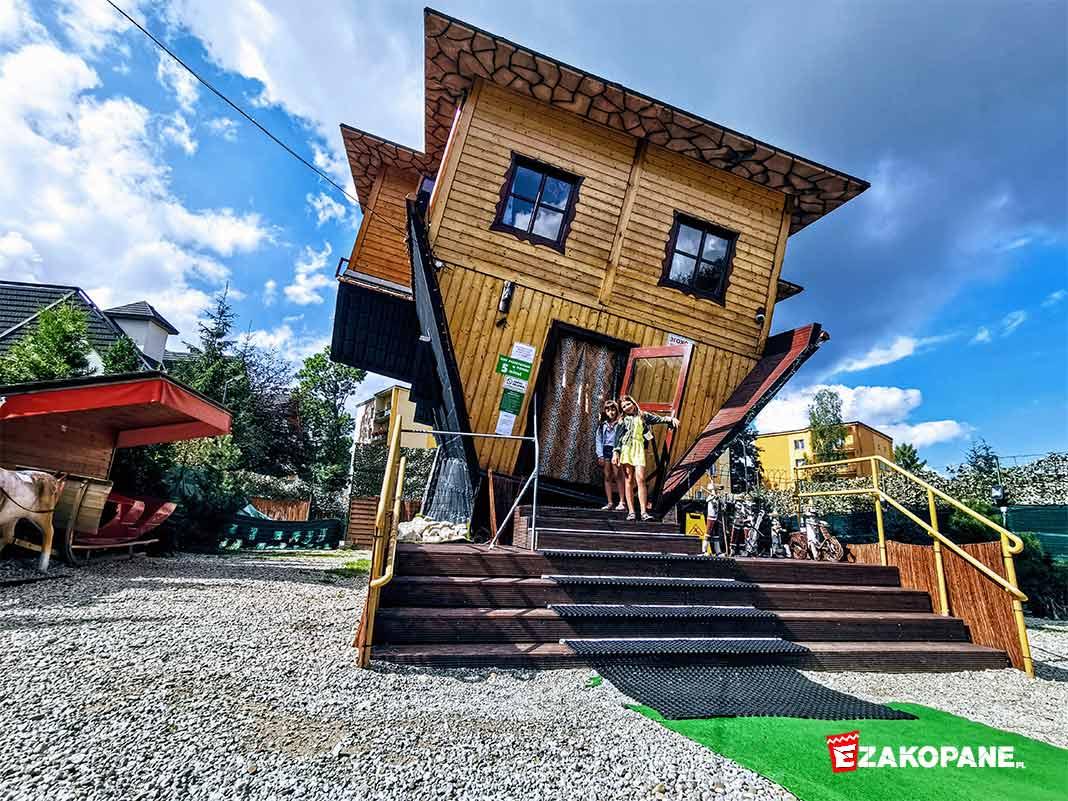Dom do góry nogami, z zewnątrz