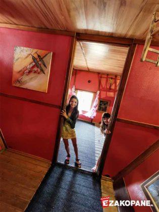 Dom do góry nogami, korytarz